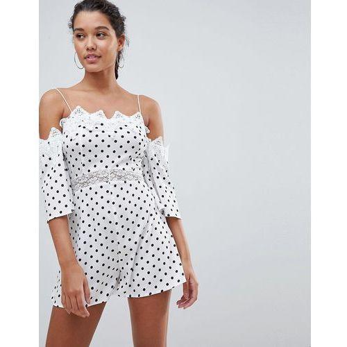 PrettyLittleThing Cold Shoulder Polka Dot Playsuit - White, kolor biały