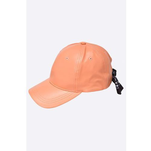 - czapka marki Missguided