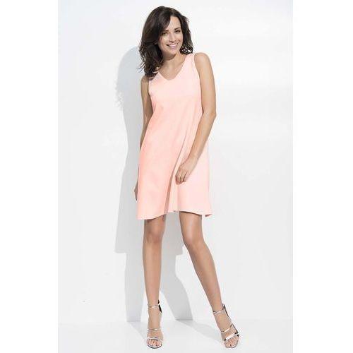 Różowa sukienka trapezowa midi na szerokich ramiączkach marki Makadamia