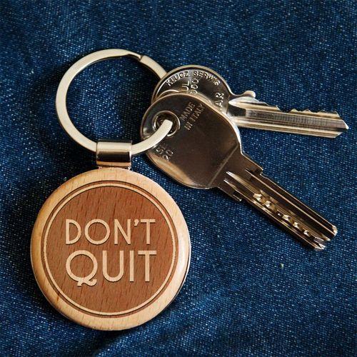 Don't quit - brelok drewniany - drewniany brelok marki Mygiftdna
