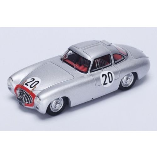 SPARK Alfa Romeo 33/2 #4 1 G. Baghetti/N. Vaccare