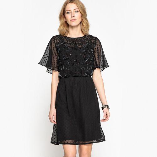 Haftowana sukienka z tkaniny plumetis marki Anne weyburn