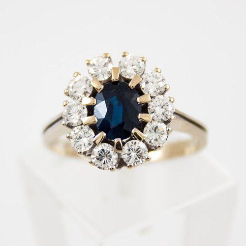 Złoty pierścionek z diamentami P1547