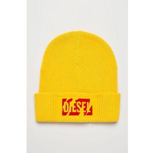 - czapka marki Diesel