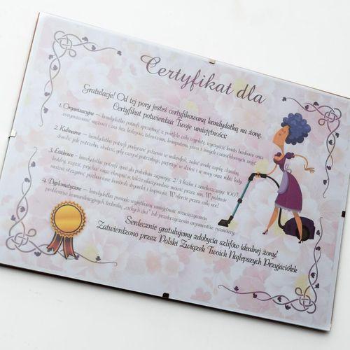 Certyfikat przyszłej żony w antyramie