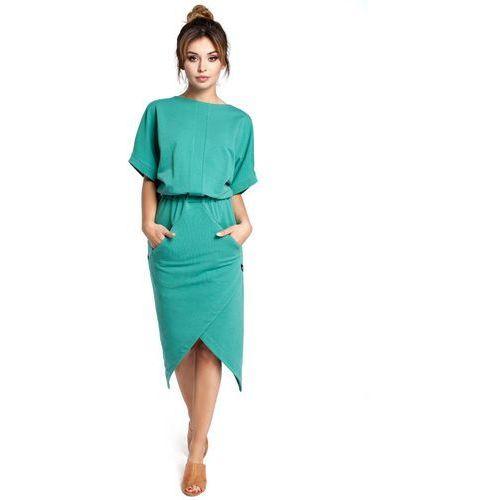Zielona sukienka z kopertowo zakładanym dołem marki Moe
