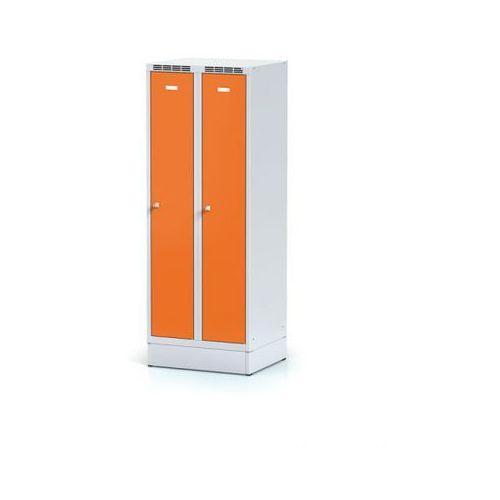 Metalowa szafka ubraniowa obniżona, na cokole, pomarańczowe drzwi, zamek obrotowy