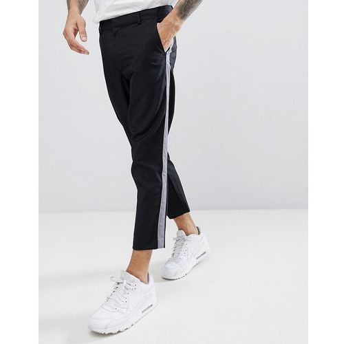 boohooMAN Cropped Tapered Trousers With Side Stripe In Black - Black