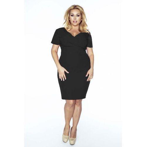Czarna sukienka dopasowana z kopertowym dekoltem plus size marki Kartes moda