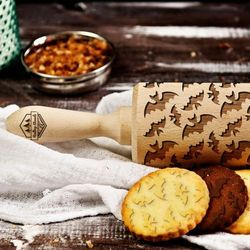 Nietoperze - grawerowany wałek do ciasta - nietoperze - 44 cm grawerowany wałek do ciasta od producenta Mygiftdna