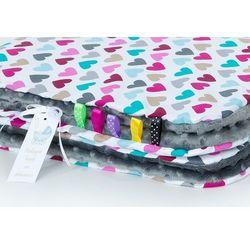 Mamo-tato komplet kocyk minky do wózka + poduszka kolorowe serduszka / szary