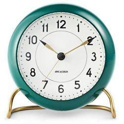 Zegar stołowy arne jacobsen station zielono-biały marki Rosendahl