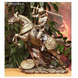 Rycerz na koniu z mieczem i flagą