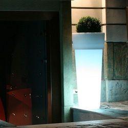 Marcantonio donica podświetlana led wyprodukowany przez Ledart