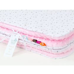 kocyk minky dwustronny mini gwiazdki szare na bieli / jasny róż marki Mamo-tato