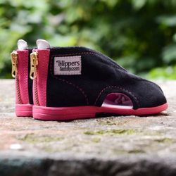 Kapcie 'CZARNA PANTERA' Slippers Family /rozm. 19-32, różowe/ - produkt z kategorii- Pozostałe dla