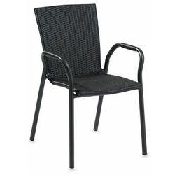 Czarne krzeszło z syntetycznego rattanu. sztaplowane