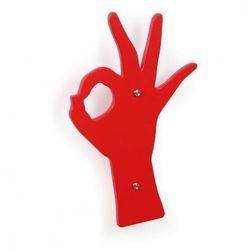 Wieszak drewniany, nowoczesny, czerwona ręka marki B2b partner