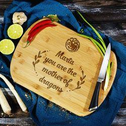 Mygiftdna Mother of the dragons - deska do krojenia z grawerem - deska bambusowa