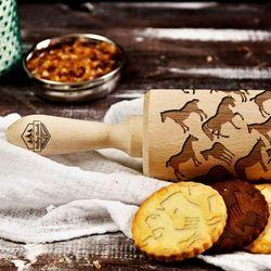 Mygiftdna Konie - grawerowany wałek do ciasta - konie - 44 cm grawerowany wałek do ciasta