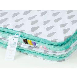 komplet kocyk minky do wózka + poduszka chmurki szare na bieli / miętowy marki Mamo-tato