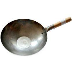 Wok ręcznie kuty ze stali węglowej z płaskim dnem - średnica 35,5cm marki Sklep.nasushi