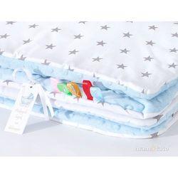 komplet kocyk minky 75x100 + poduszka gwiazdki szare na bieli / błękit marki Mamo-tato