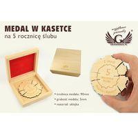 Medal drewniany na 5 rocznicę ślubu (drewnianą) w kasecie z drewna - kolor jasny wyprodukowany przez Grawer