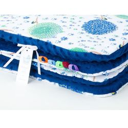 kocyk minky dla niemowląt i dzieci 75x100 dmuchawce chaber / granatowy marki Mamo-tato