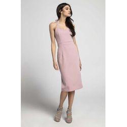 Jasnoróżowa dopasowana sukienka midi wiązana na karku marki Nommo