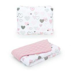 Komplet kocyk dla dzieci velvet pikowany 75x100 + poduszka - pastelowe serduszka - różany marki Mamo-tato