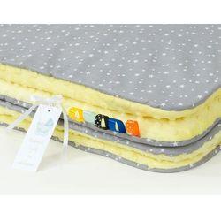 komplet kocyk minky do wózka + poduszka mini gwiazdki białe na szarym / żółty marki Mamo-tato