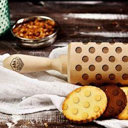 Kropki - grawerowany wałek do ciasta - kropki - 44cm grawerowany wałek do ciasta marki Mygiftdna