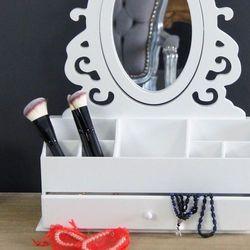 Toaletka z serii romantic, przegrody, lustro, matowa biel. marki Design by impresje24