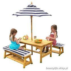 ogrodowy drewniany stół z ławkami i parasolem marki Kidkraft
