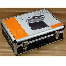 Czarna aluminiowa walizka narzędziowa marki Inny producent