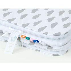MAMO-TATO Komplet kocyk Minky do wózka + poduszka Chmurki szare na bieli / biały