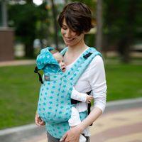 Nosidełko ergonomiczne  - dlight - niebieskie gwiazdki marki Love&carry