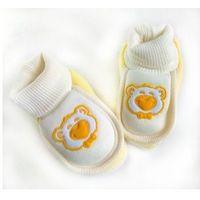 Miękkie buciki, skarpetki dla noworodka zółte 0+ marki Minitix