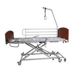 Łóżko rehabilitacyjne AMPLITUDE 2 aktywatory, panele Massive Buk, drewniane barierki boczne i uchwyt na wys