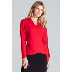 Czerwona bluzka o kopertowym kroju wiązana na boku