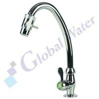 Chromowane przyłącze na kran marki Global water