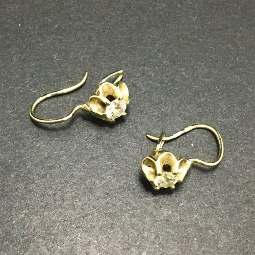 Złote kolczyki z diamentami K636