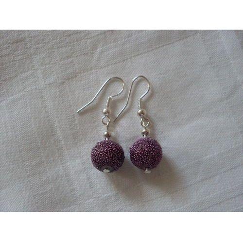 K-00109 Kolczyki z fioletową, nakrapianą perełką szklaną, kolor fioletowy