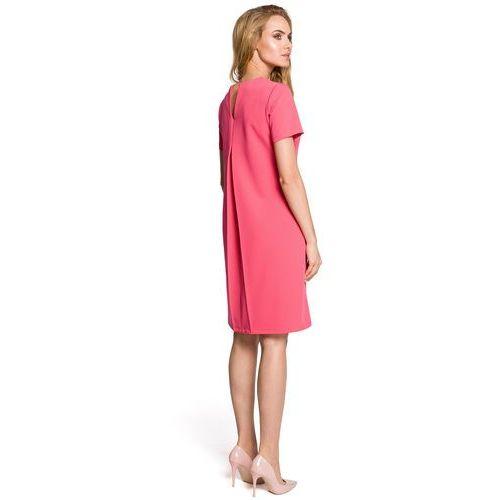 c3d9a809b1 ... Krótka sukienka trapezowa z dekoltem kontrafałdą na plecach różowa M309  - Fotografia produktu ...