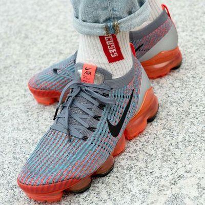 Damskie obuwie sportowe Nike Sneaker Peeker