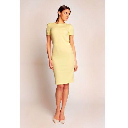 Żółta elegancka sukienka przed kolano z dekoltem typu woda na plecach Karen style