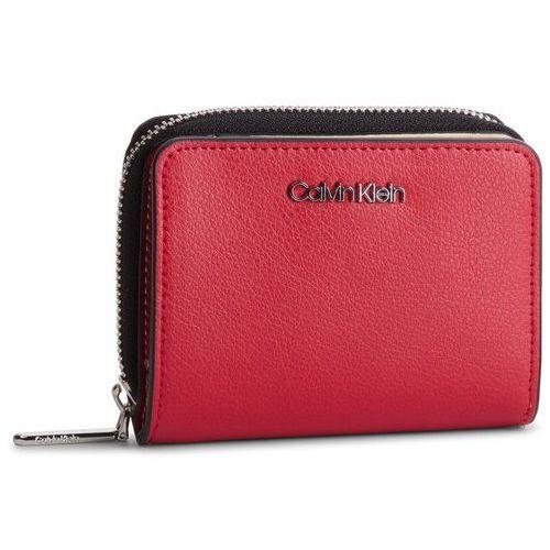 ebeb48e836486 Zobacz ofertę Duży portfel damski - avant medium zip wflap k60k605097 635 Calvin  klein