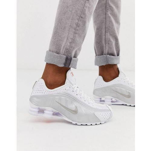 Nike shox r4 trainers in white - white