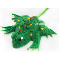 Skacząca żabka - prosta ponadczasowa zabawka marki Macyszyn